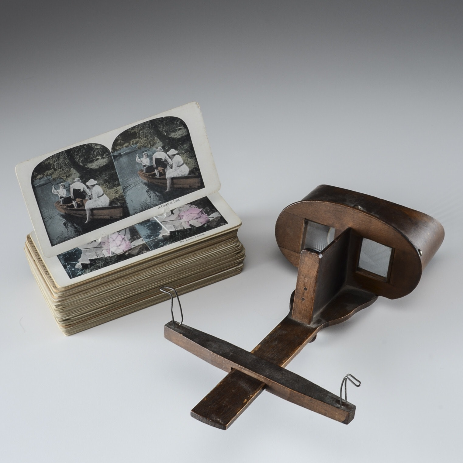 Antique Underwood & Underwood Stereoscope with Picture Cards