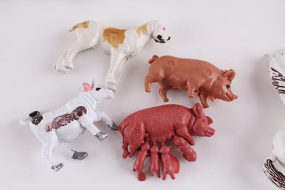 Vintage Auburn Rubber Company Toy Barn And Farm Animals Ebth