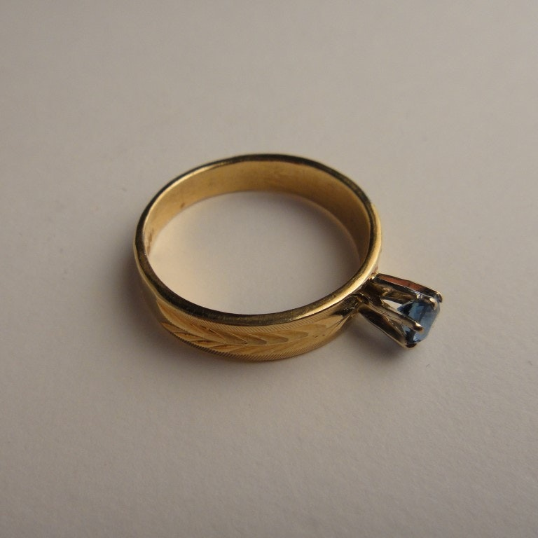 Lady's 14K Yellow Gold and Topaz Ring