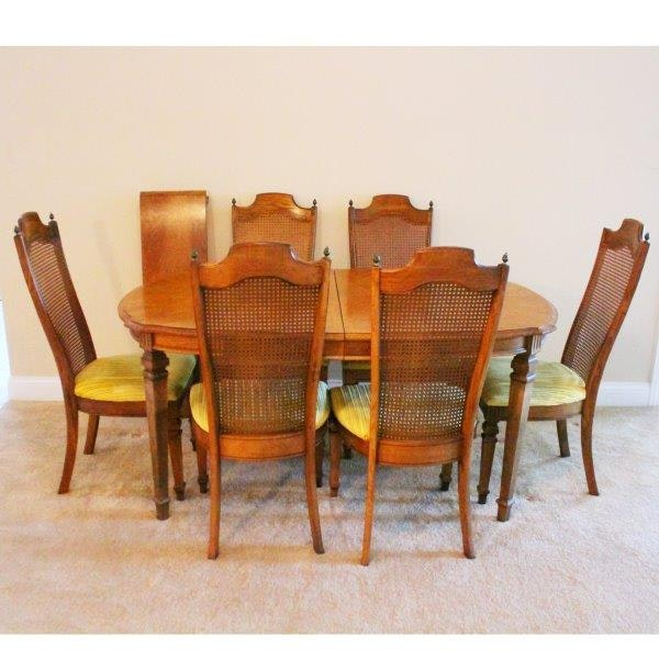 Broyhill Dining Room Table And Chairs : EBTH