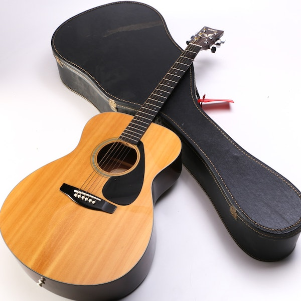 yamaha fs 310a acoustic guitar with hard case ebth