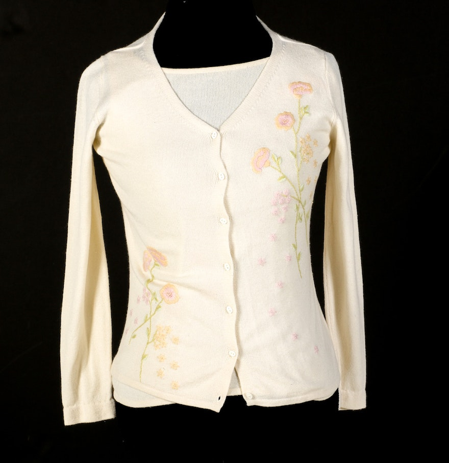 Cashmere Sweater Set with Floral Embroidery : EBTH