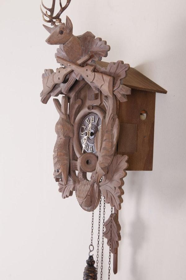 Black forest inspired wooden cuckoo clock ebth - Wooden cuckoo clocks ...