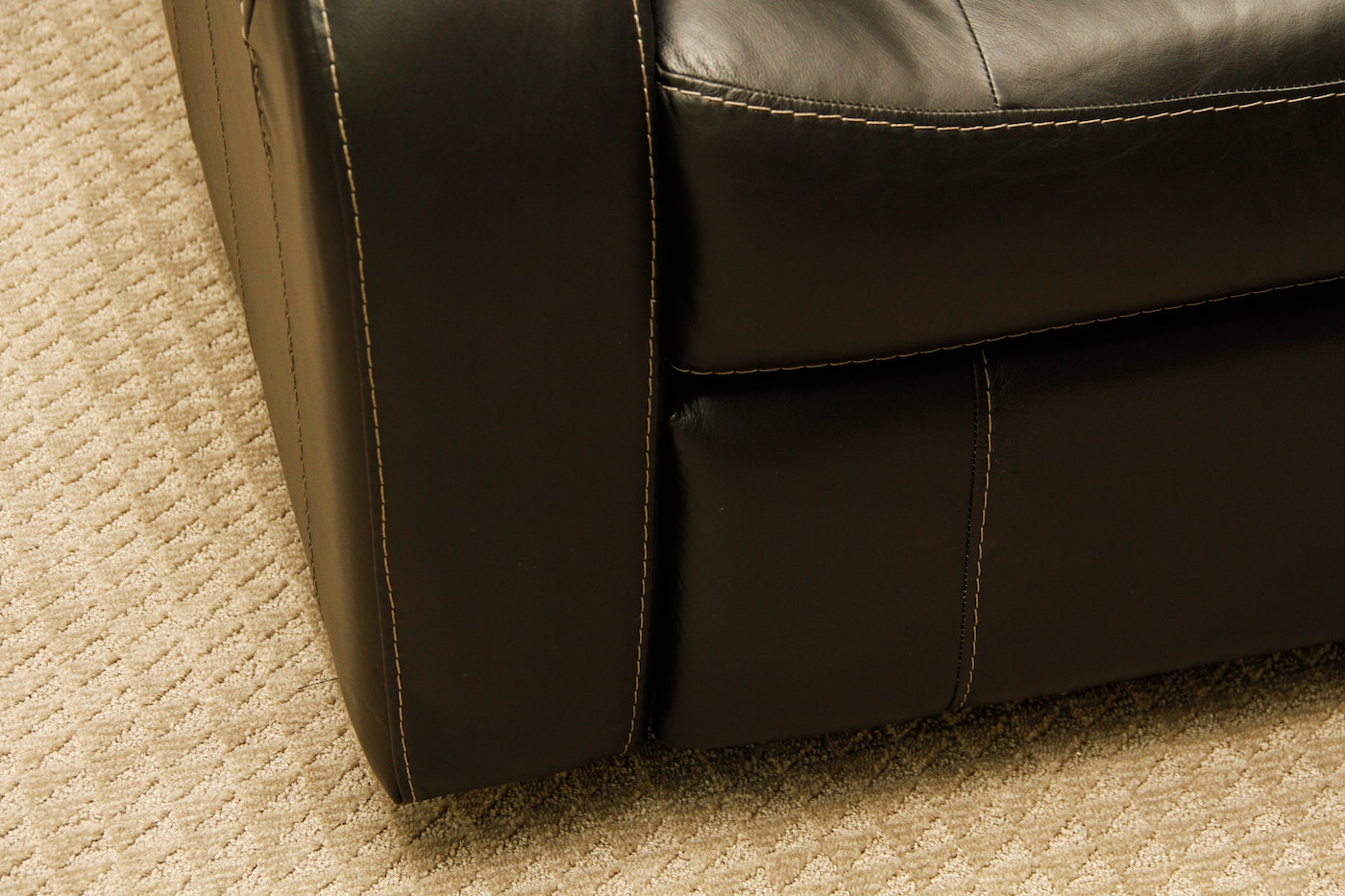 Set Of Four Black Leather Home Theater Chairs Ebth