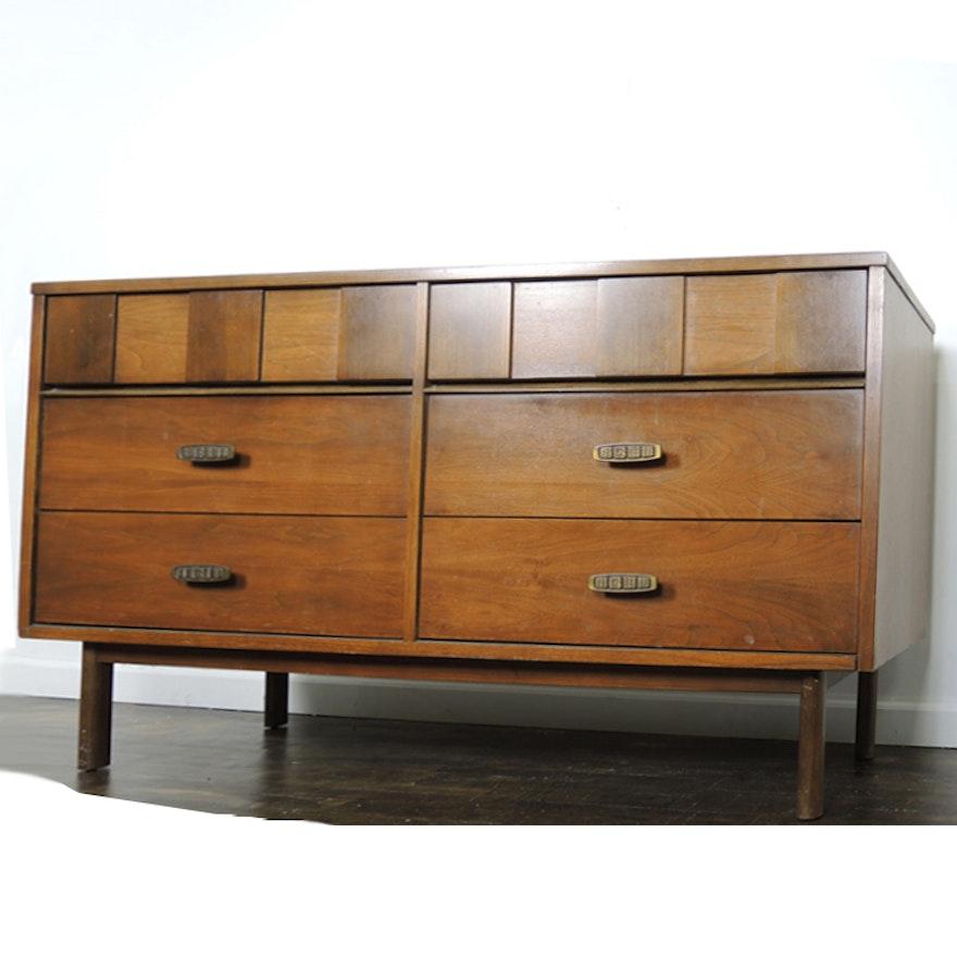Bassett Mid Century Modern Walnut Dresser With Mirror : EBTH