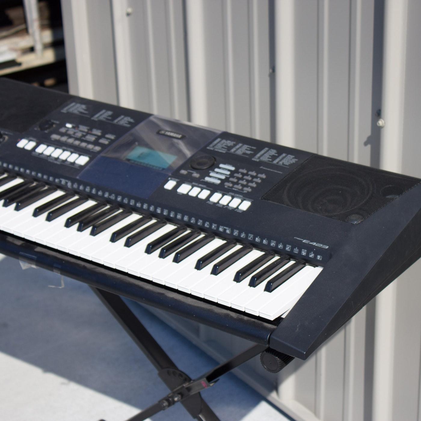 Yamaha e423 electronic keyboard with folding stand ebth for Yamaha psr e423 for sale