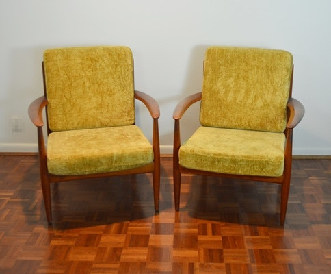 Gentil Pair Of Mid Century Chairs Designed By John Stuart, Inc. ...