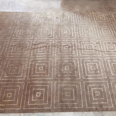 Vintage area rug auction antique area rugs and accent for Geometric print area rugs