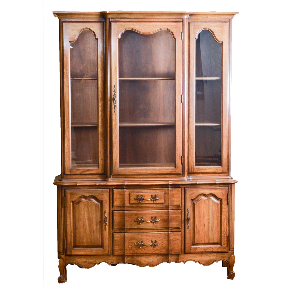 Vintage Thomasville Oak China Cabinet : EBTH