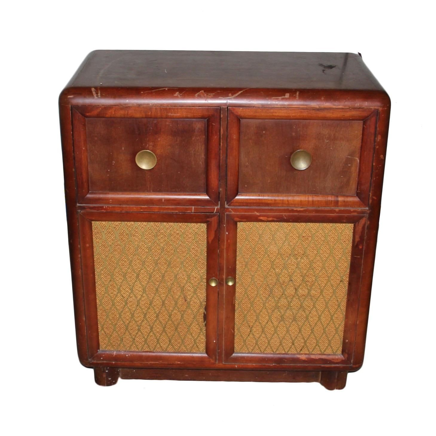 1940s Howard Model 909 Radio Phonograph Cabinet
