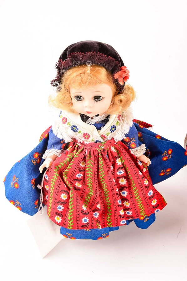 Madame alexander international costume doll collection ebth for International collection