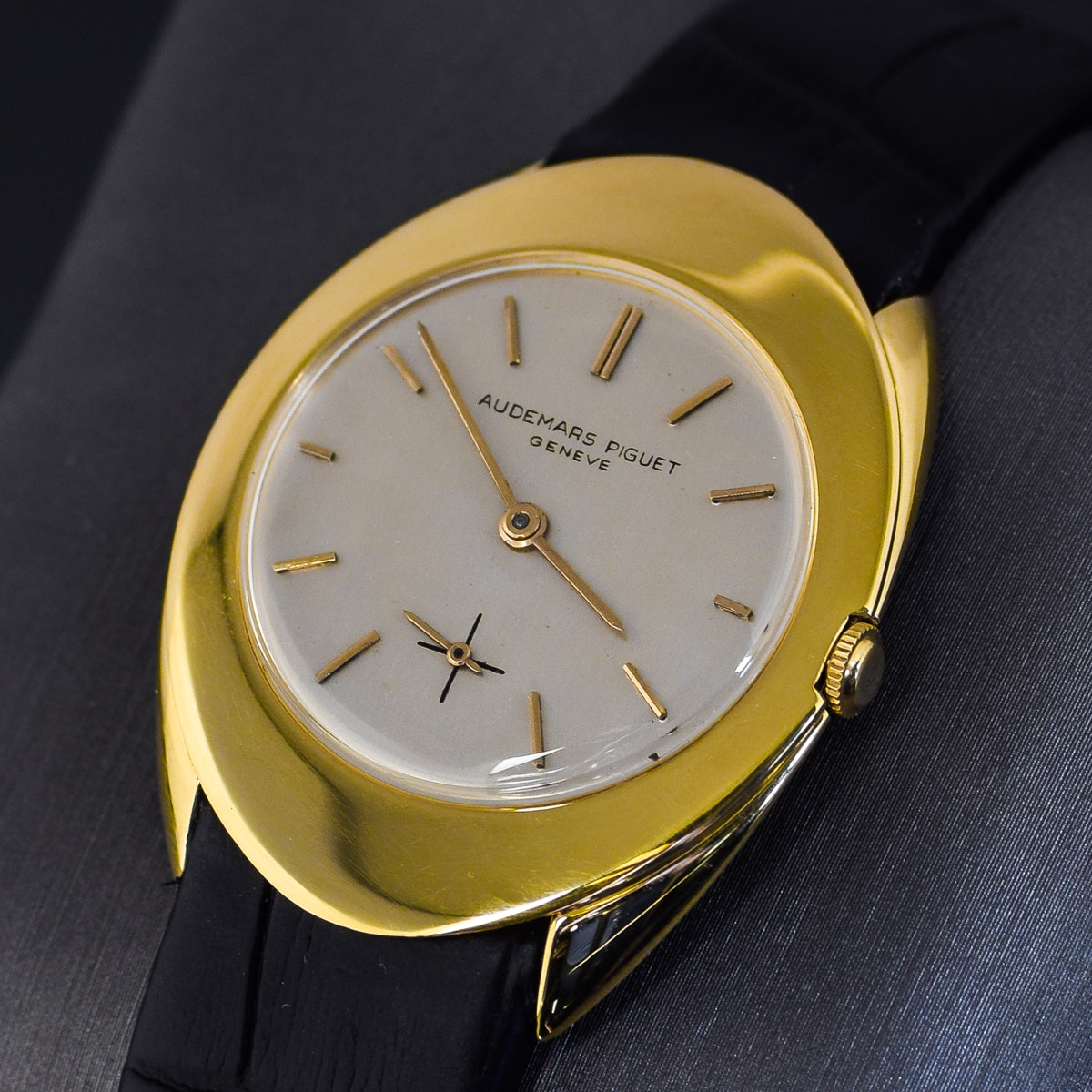 Vintage 1960 Audemars Piguet 18K Yellow Gold Black Leather Strap Wristwatch