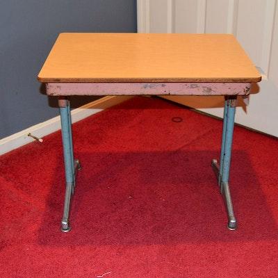 vintage knee hole desk and a desk lamp ebth. Black Bedroom Furniture Sets. Home Design Ideas