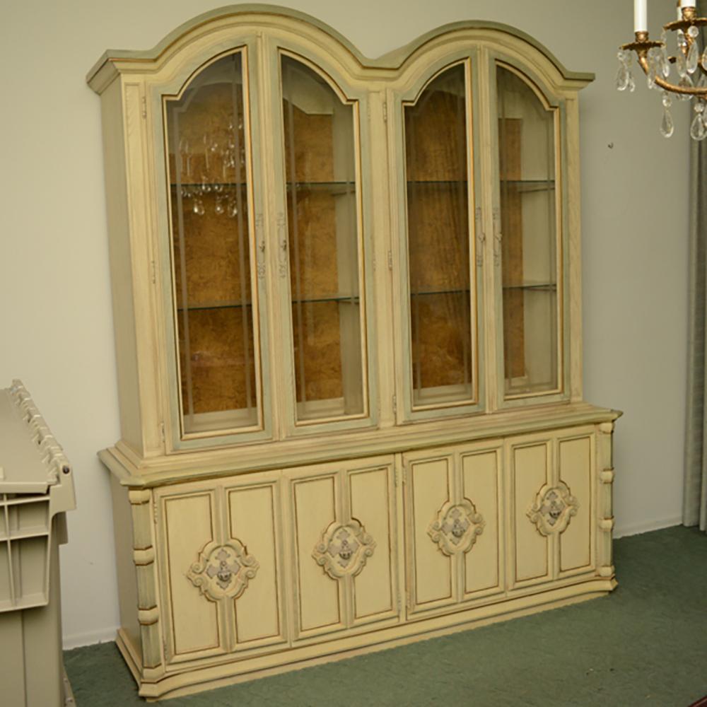 Vintage Stanley Furniture Blonde Finish China Cabinet : EBTH