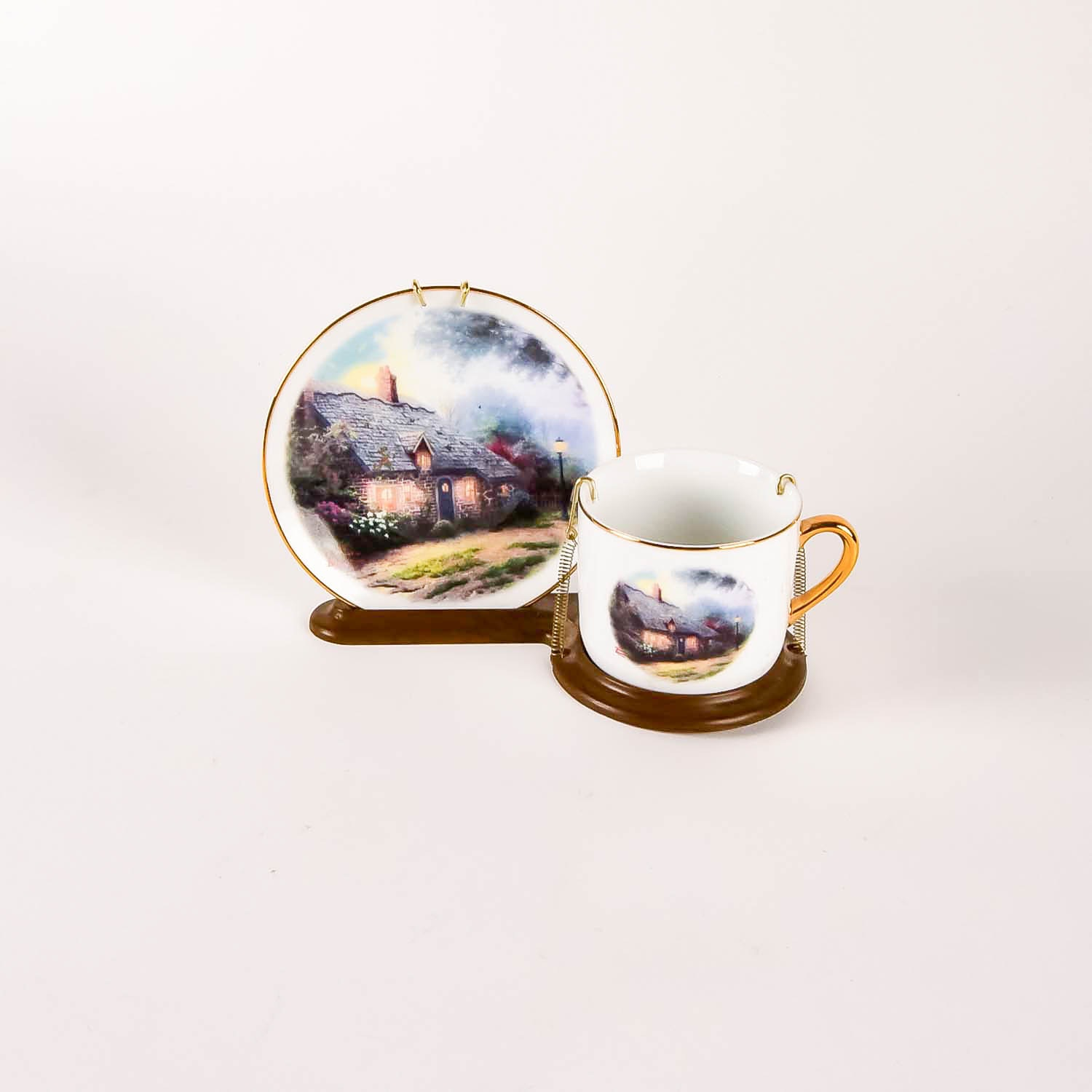 Thomas Kinkade Decorative Plate and Cup with Display Stand ... & Thomas Kinkade Decorative Plate and Cup with Display Stand : EBTH