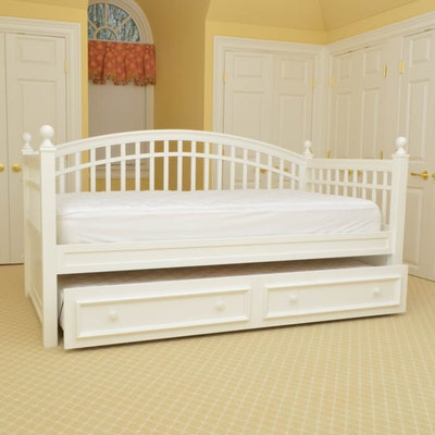 repurposed shabby chic toddler daybed ebth. Black Bedroom Furniture Sets. Home Design Ideas