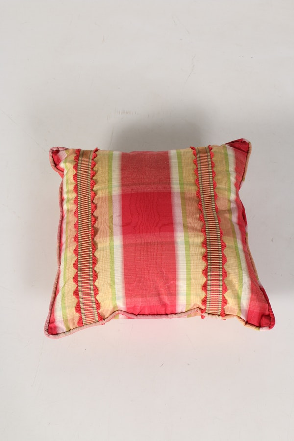 Decorative Pillows With Matching Curtains : Plaid Drapes with Matching Pillows : EBTH