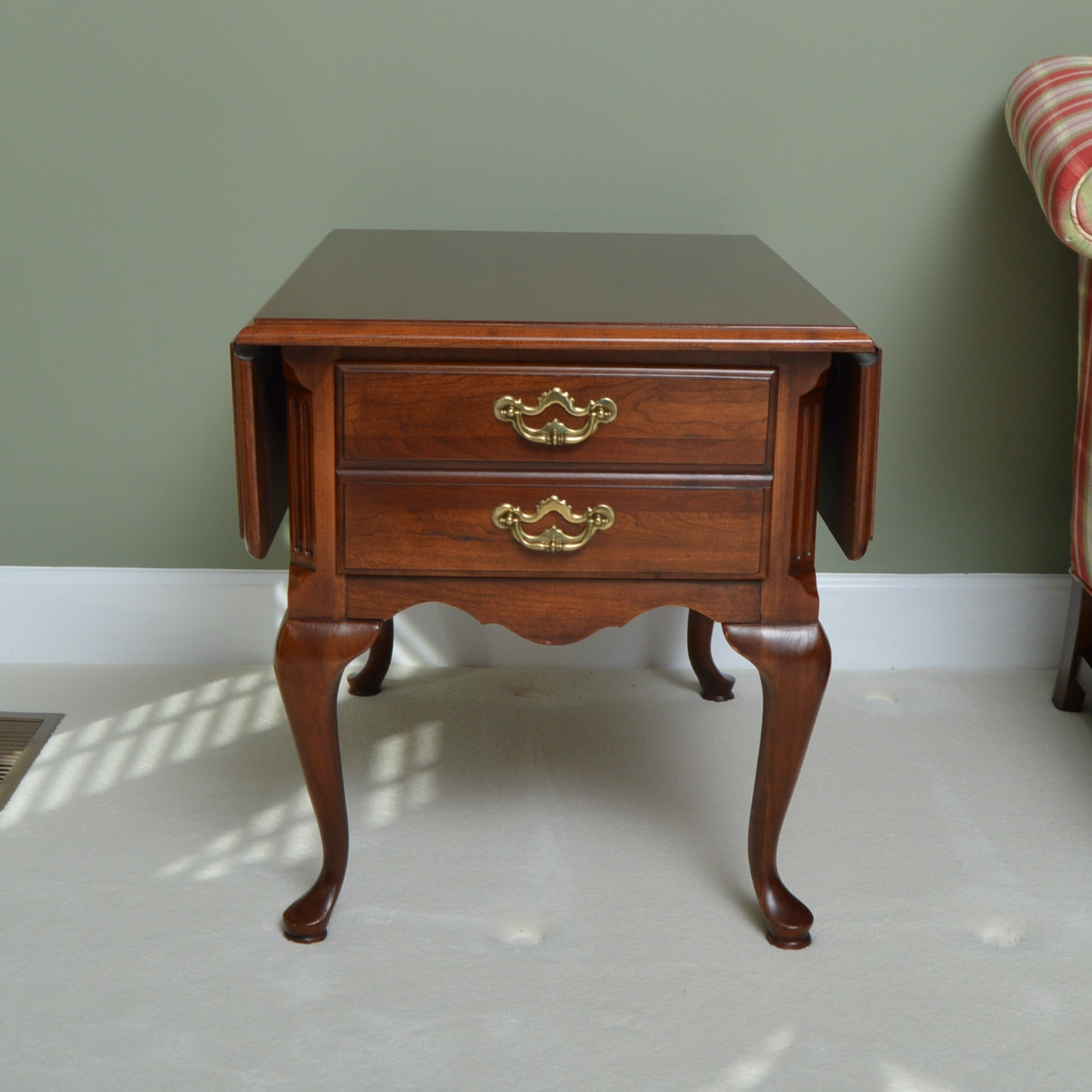 High Quality Thomasville Queen Anne Style End Table ...