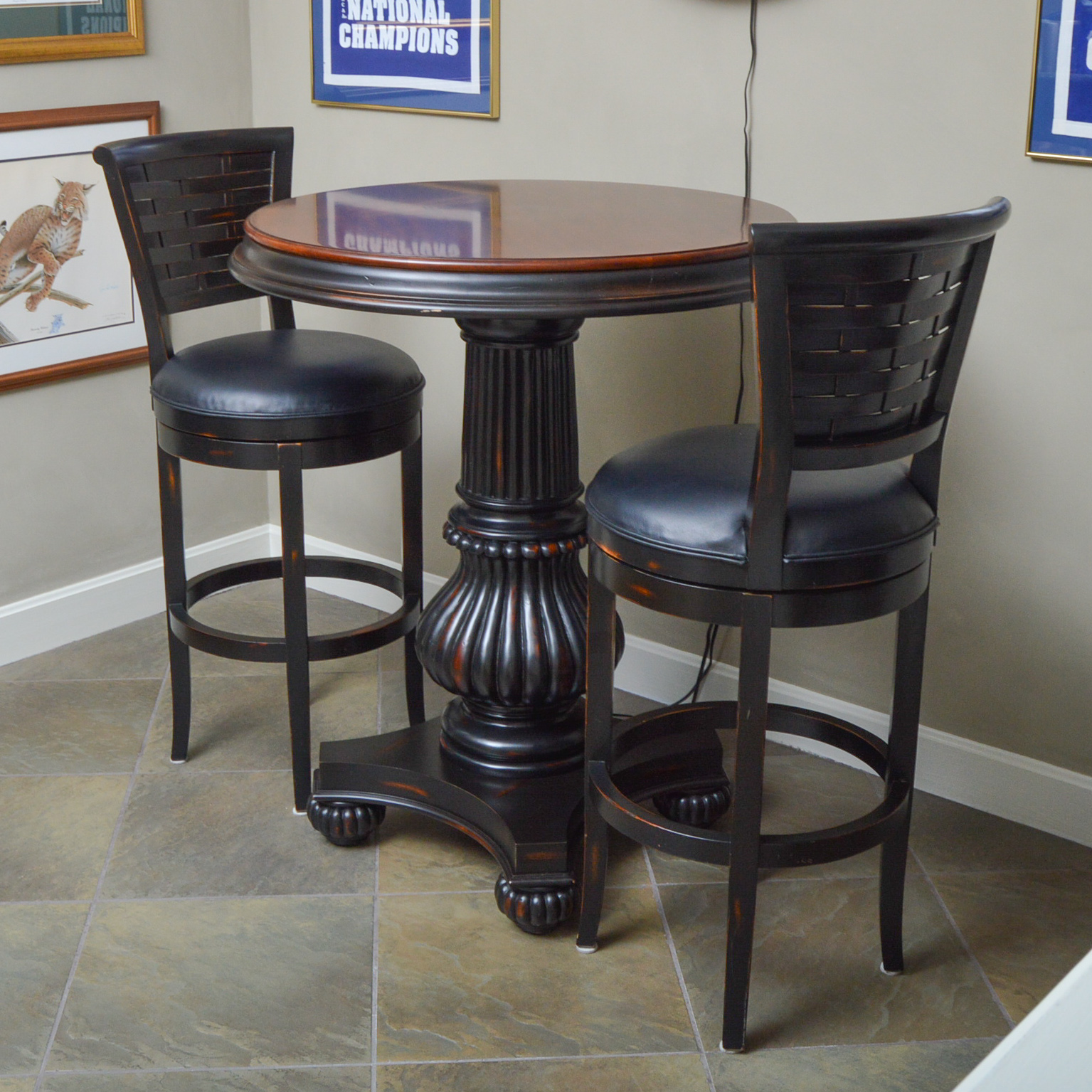 Havertys Furniture Pub Table with Hillsdale Stools : EBTH