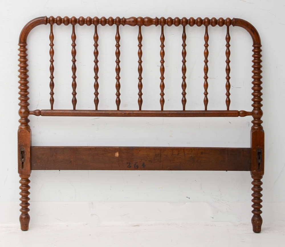 Full Size Spindle Bed