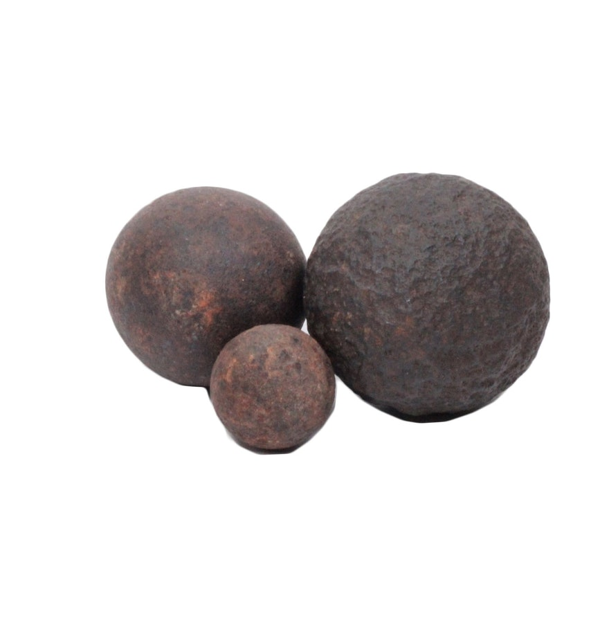 Collection of cast iron cannon balls ebth