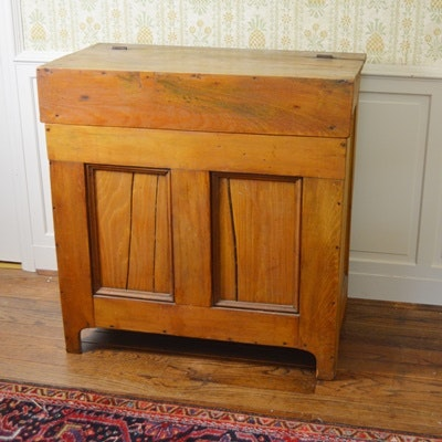 Antique Early American Pine Storage Cabinet - Vintage And Antique Cabinets Auction In Art, Home Furnishings, Décor
