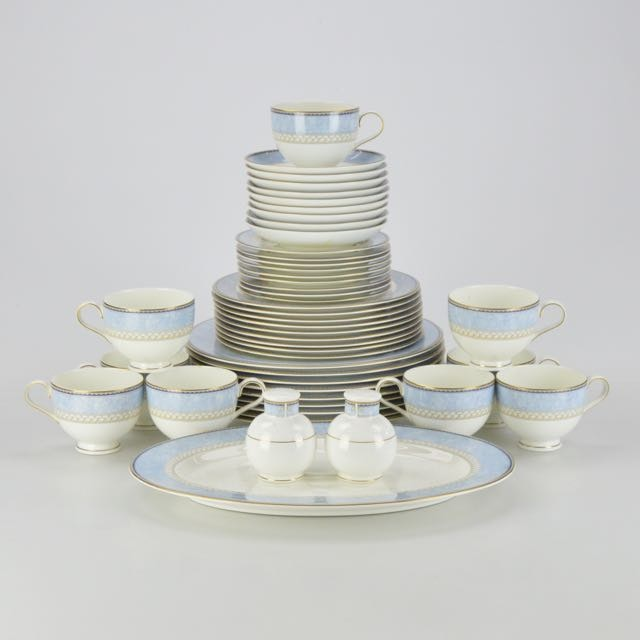 Noritake New Lineage II  Alsatia  Bone China Dinnerware Set ...  sc 1 st  EBTH.com & Noritake New Lineage II