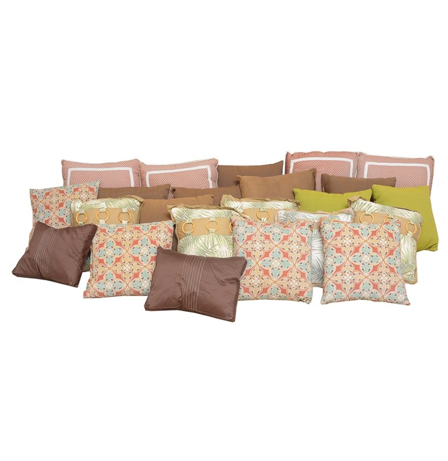 Large Decorative Outdoor Pillows : Large Collection of Outdoor Pillows : EBTH