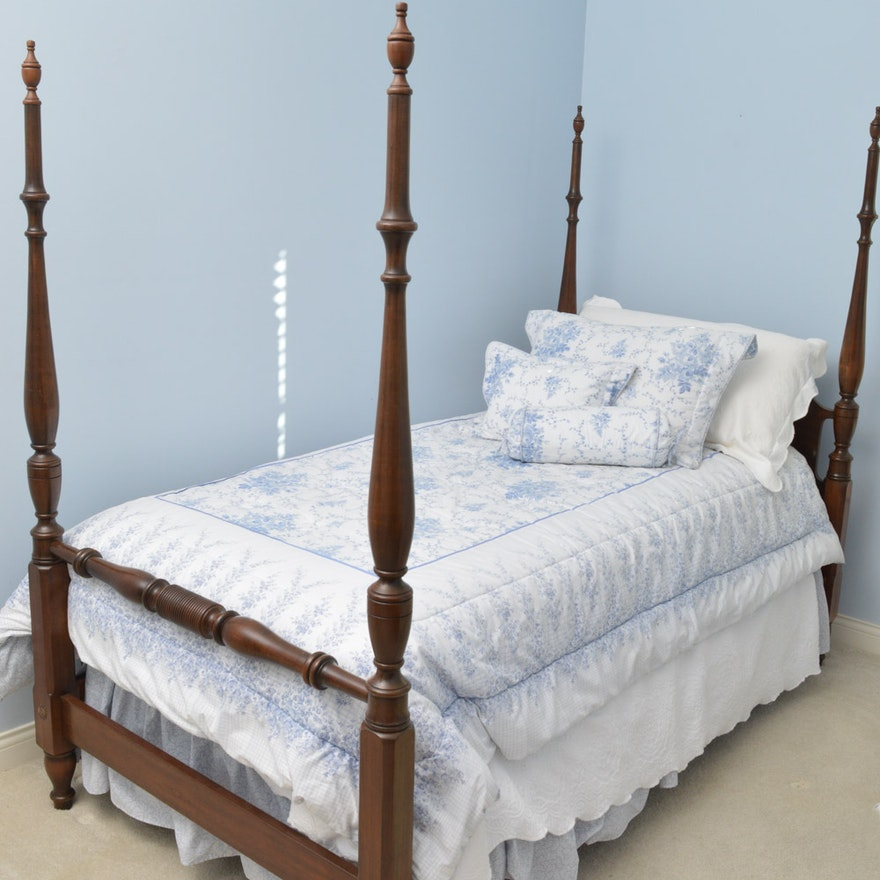 vintage pennsylvania house walnut four poster twin size bed ebth. Black Bedroom Furniture Sets. Home Design Ideas