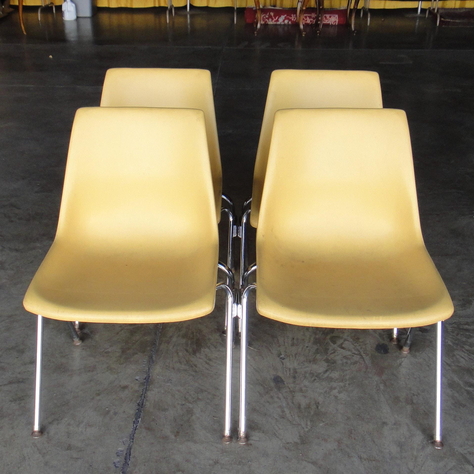 Four Vintage Krueger Fiberglass Chairs ...