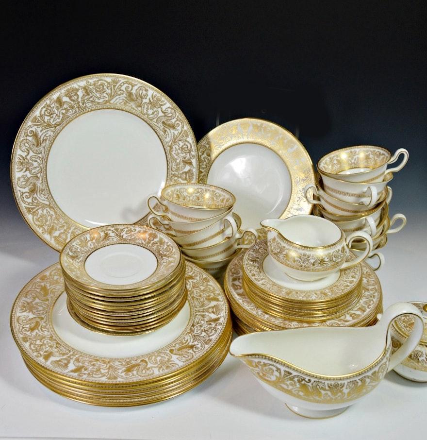 set of vintage english wedgwood florentine bone china ebth. Black Bedroom Furniture Sets. Home Design Ideas
