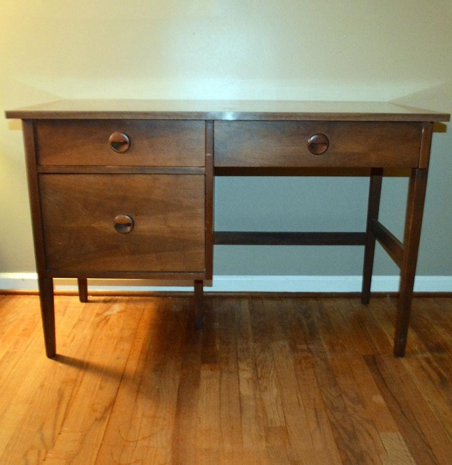 """Mid Century """"Distinctive Furniture"""" Desk by Stanley EBTH"""