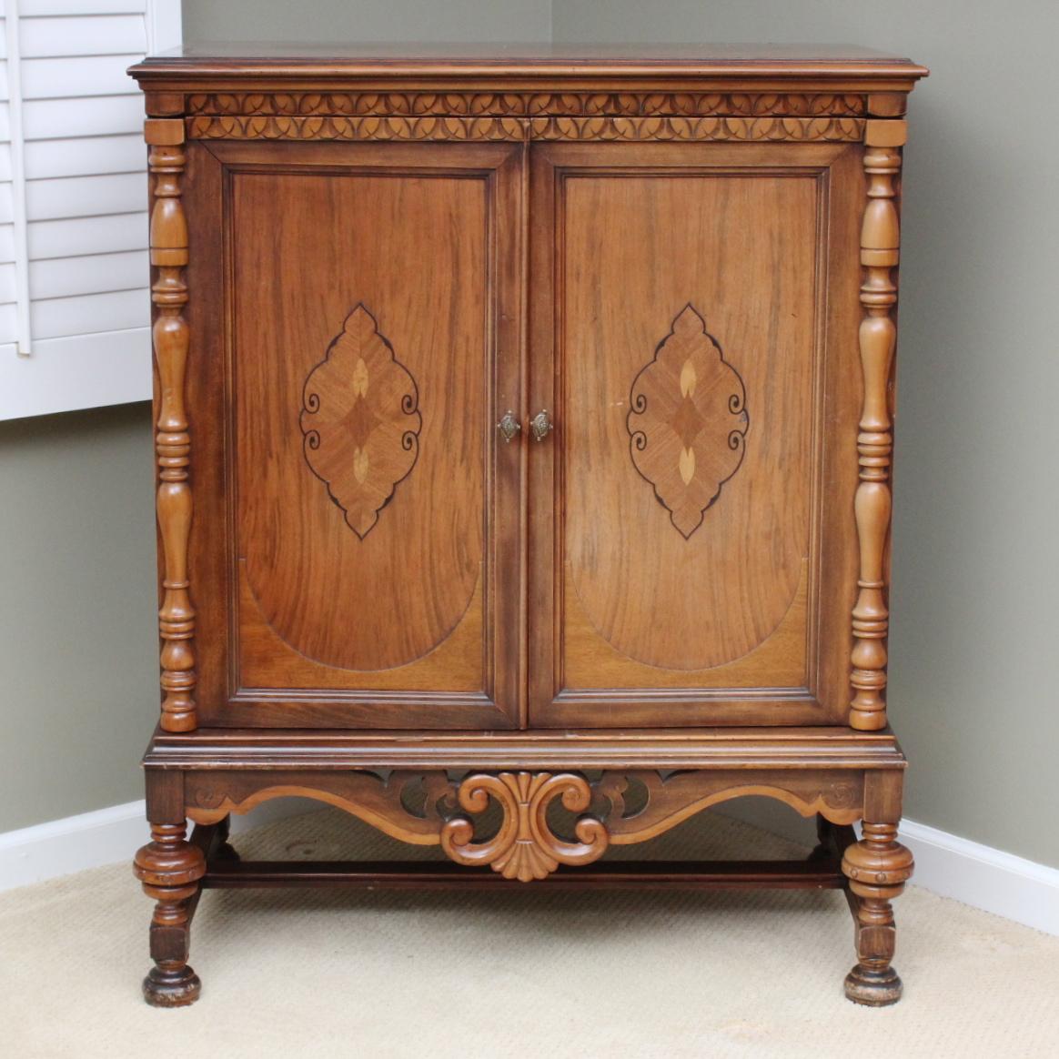 Vintage Eastlake Cabinet : EBTH