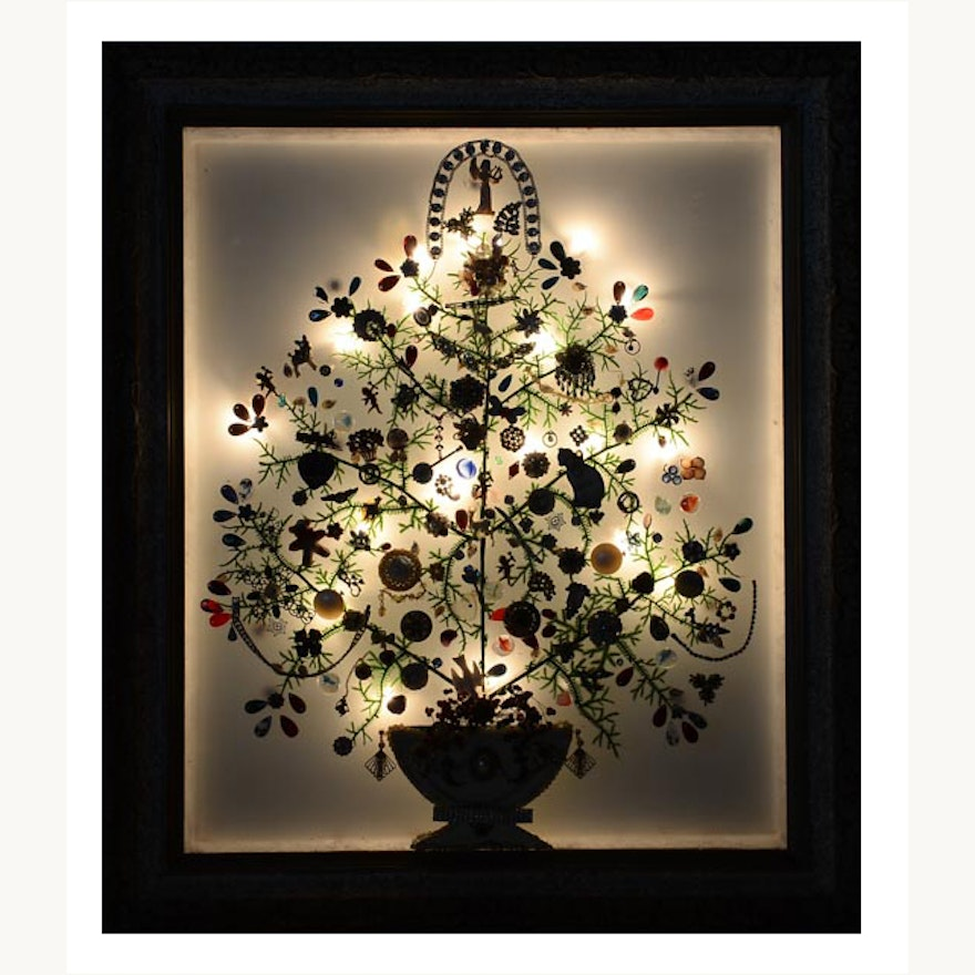Illuminated and Framed Vintage Jewelry Christmas Tree : EBTH