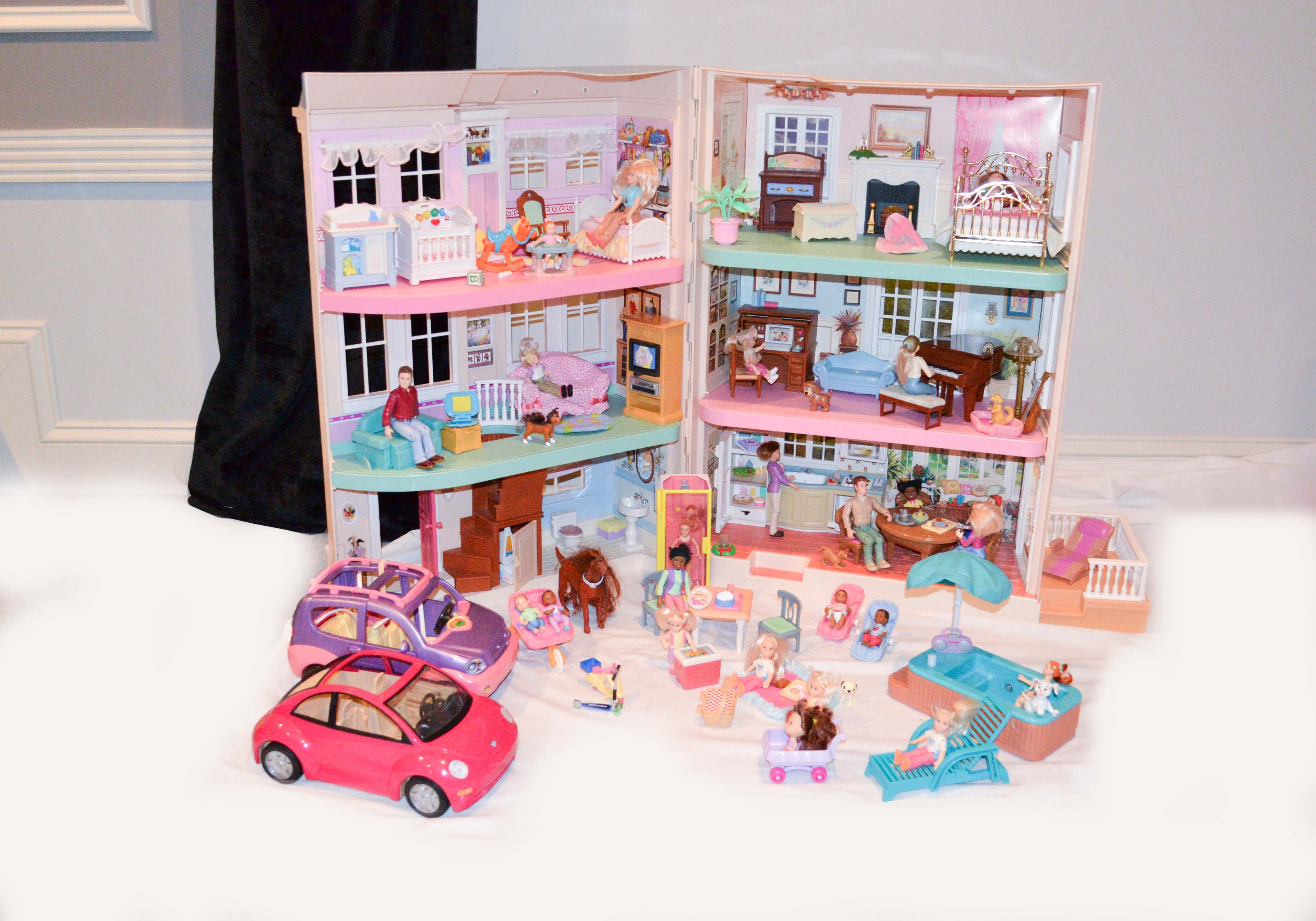 Fisher Price Loving Family Dollhouse With Dolls And Accessories Ebth