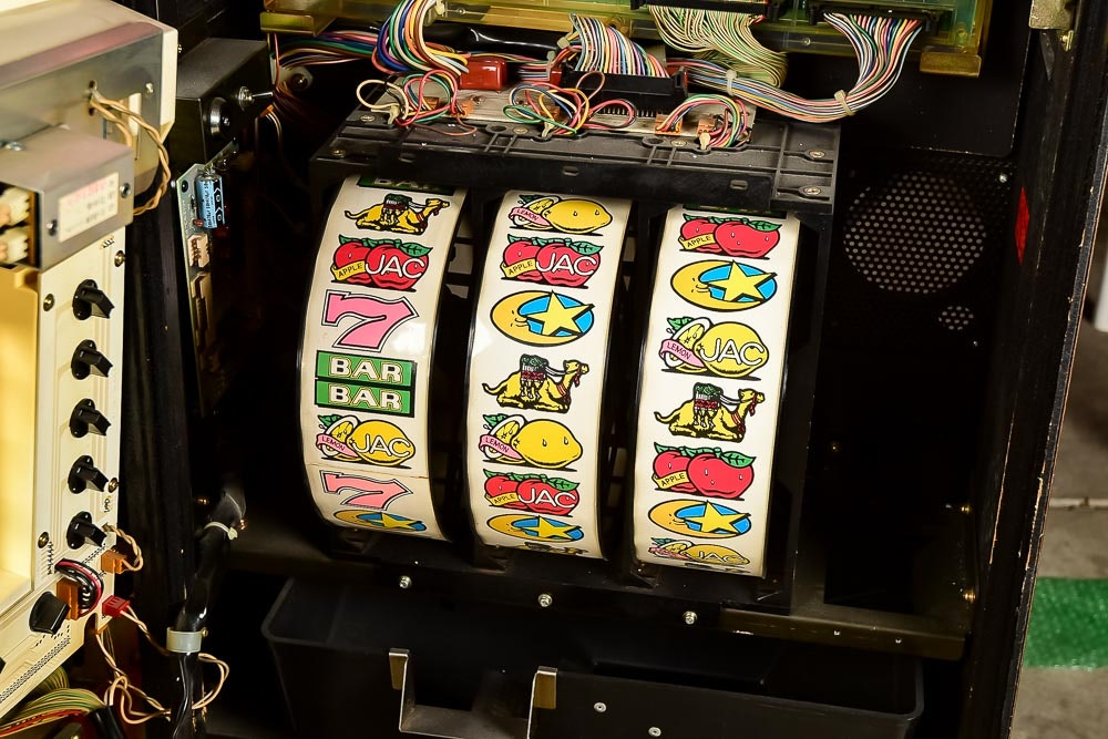 Is it legal to own a slot machine in indiana casino in winslow az