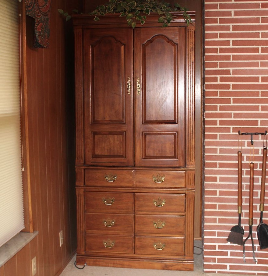 Large thomasville entertainment armoire ebth for Entertainment armoire