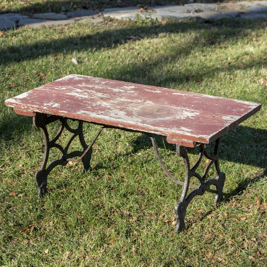Stupendous Vintage Red Painted Patio Coffee Table With Cast Iron Base Bralicious Painted Fabric Chair Ideas Braliciousco
