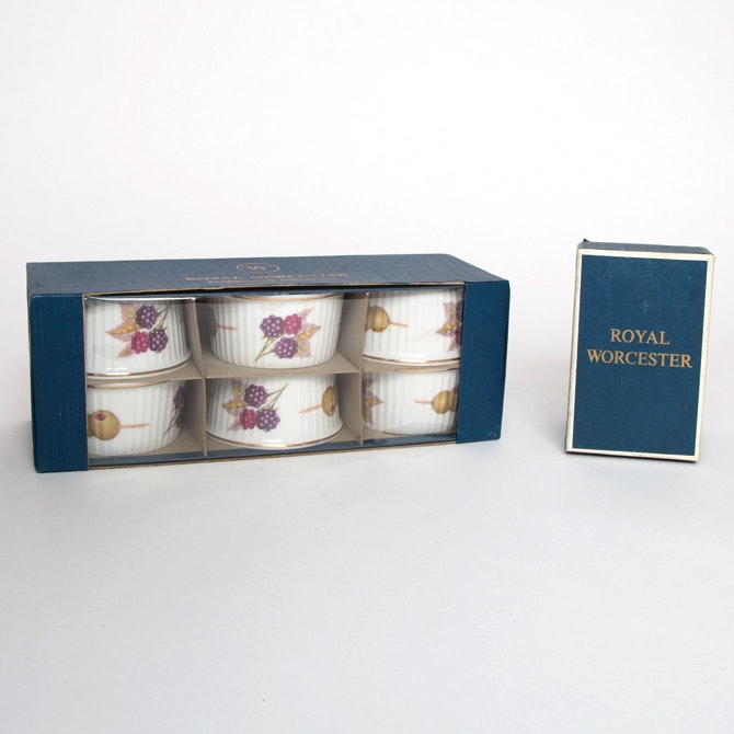 Group of of  Evesham  Royal Worcester Oven to Tableware ... & Group of of