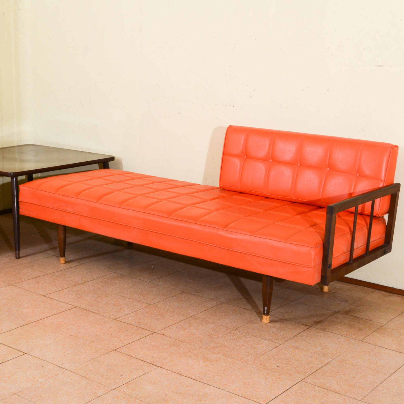 Mid century modern couch and chaise lounge with corner for Chaise de table moderne