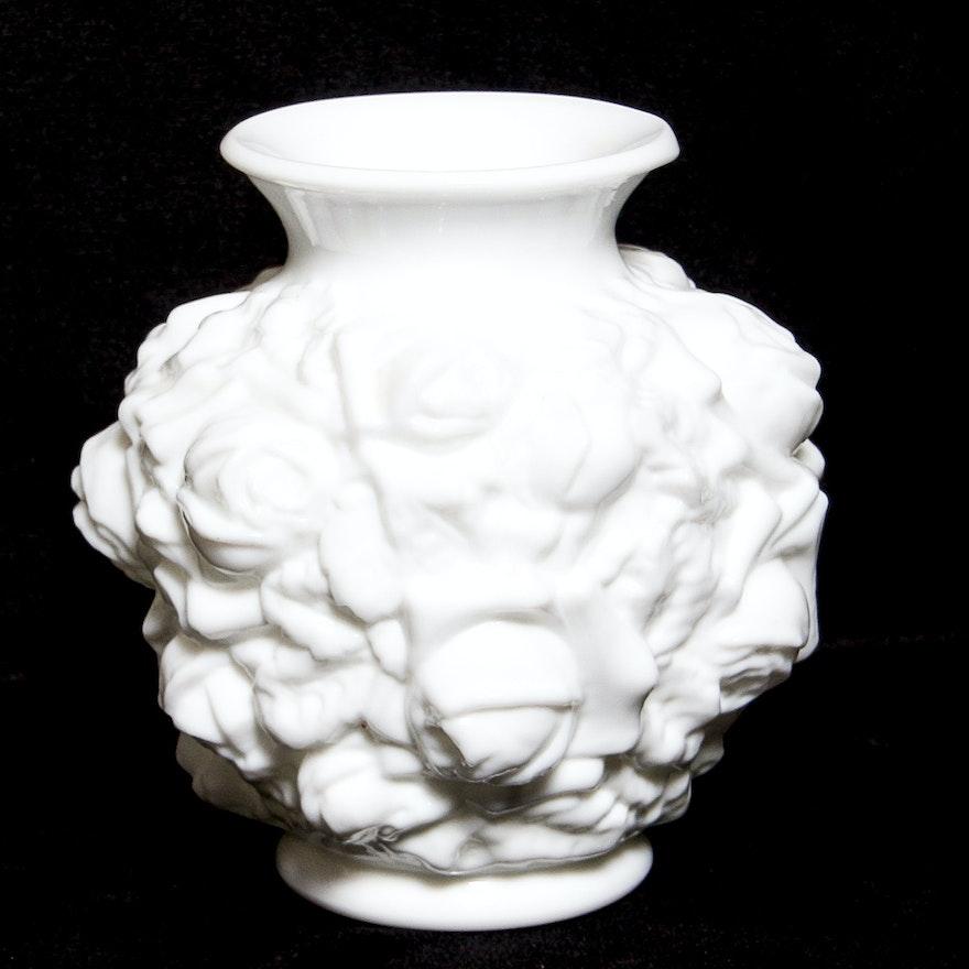 Large Vintage Imperial Milk Glass In Relief Rose Patterned Vase Ebth