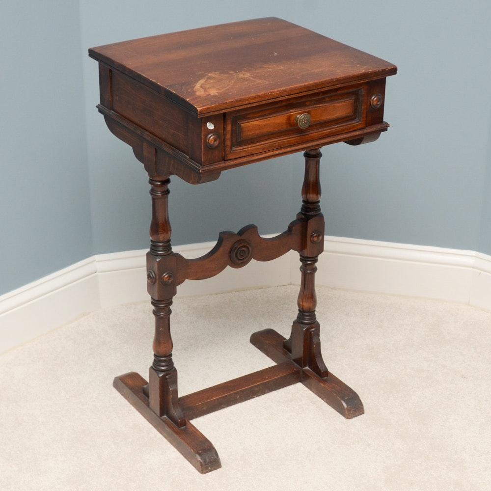 Superbe Vintage Sligh Furniture Side Table With Drawer ...