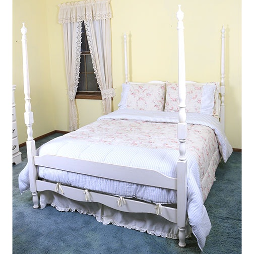 Full Size Four Poster Bed and Bedding : EBTH