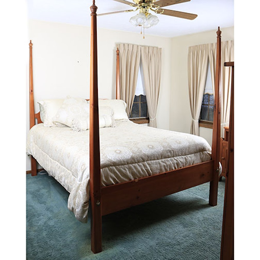 contemporary four poster queen size bed by broyhill with bedding ebth. Black Bedroom Furniture Sets. Home Design Ideas
