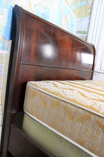eleanor sleigh bed with elegant curved side rails | Twin Size Antique Sleigh Bed | EBTH