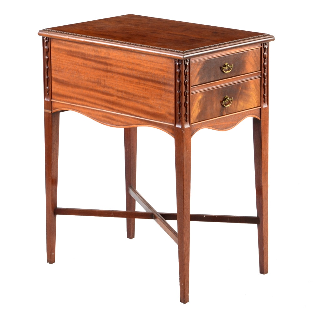 Vintage Imperial Mahogany End Table ...