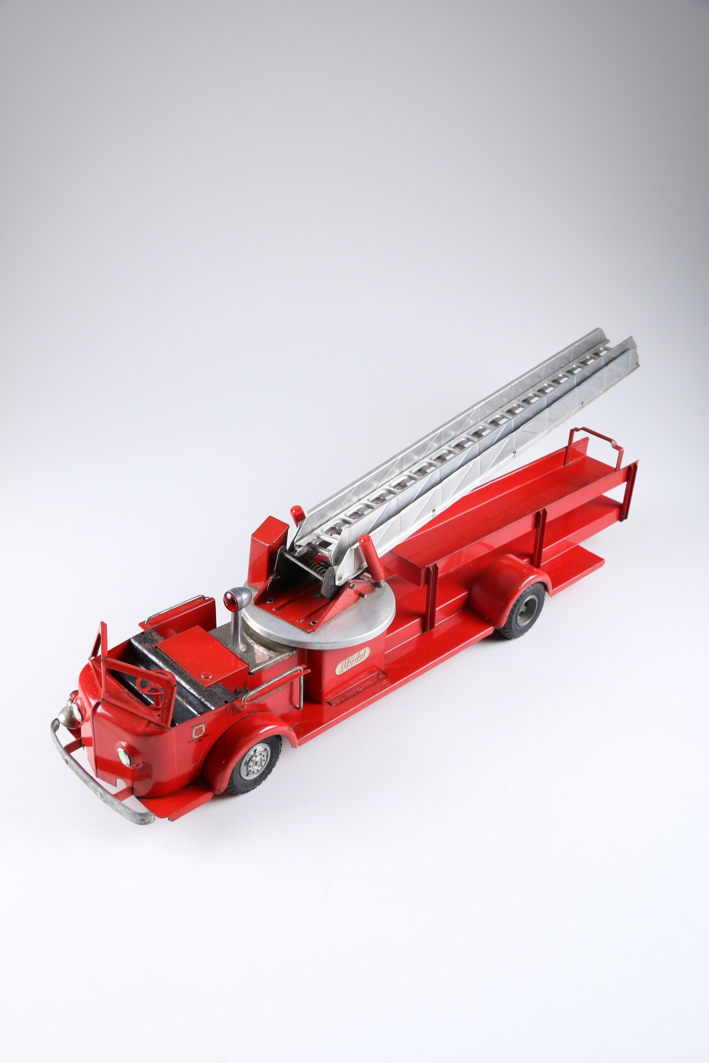 Doepke Model Toys Rossmoyne American LaFrance 1:16 Scale Firetruck
