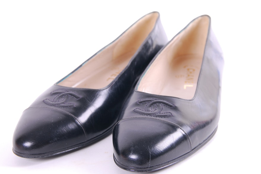Women 39 s chanel and ferragamo shoes size 9 ebth for Chanel collection miroir 4179