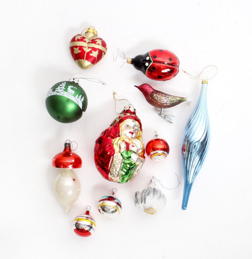 Collection of vintage glass christmas ornaments ebth for Collecting vintage christmas ornaments