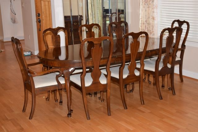 Drexel Queen Anne Style Dining Table with Chairs ... & Drexel Queen Anne Style Dining Table with Chairs : EBTH